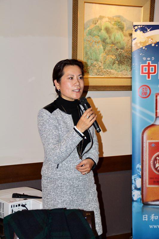 李岘代表美中作协发言。