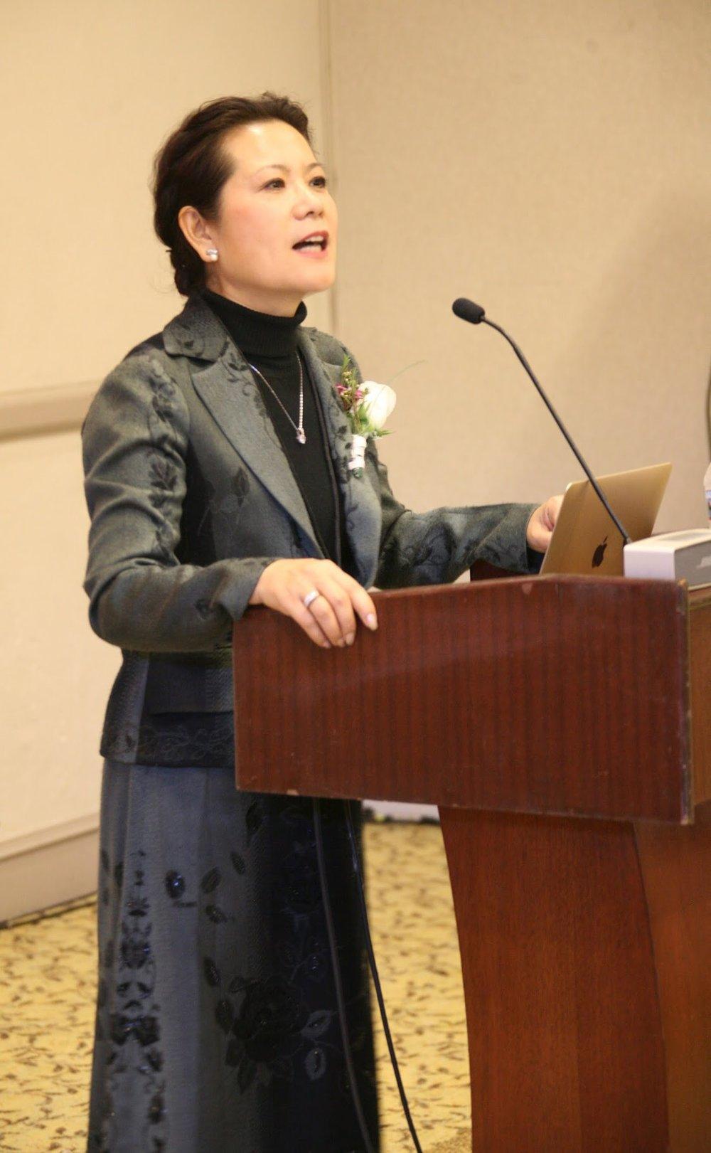 美国中文作家协会主席博士