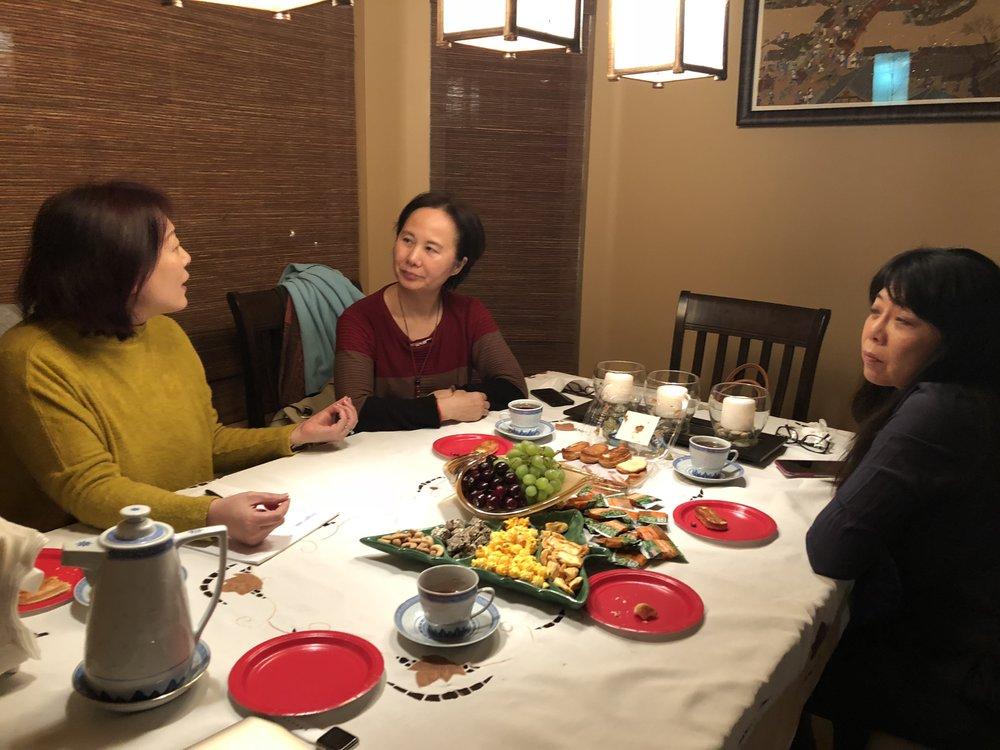 左起:主编李丹(蓝山)、主播郭炆艳(炆艳)和陆青(远方)