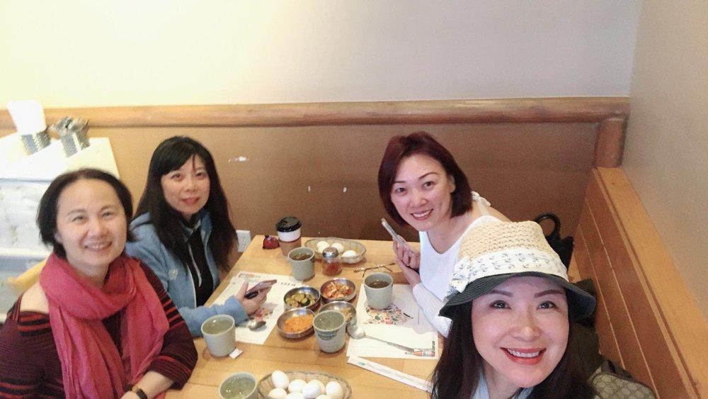 右起:主播璇子、主编蓝山、主播远方和炆艳