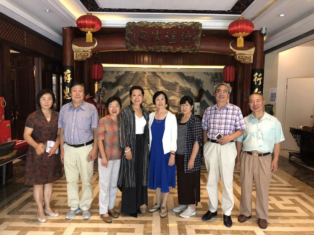 (图片左起:杨新岚、李占恒、范卓英、李岘、张雅文、胡玉萍、李炳银、马成翼)