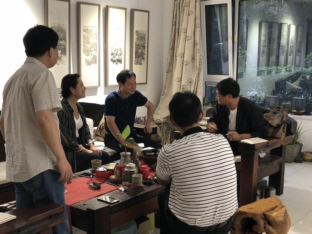 (图片:李岘(左二)与合肥市文艺界座谈)