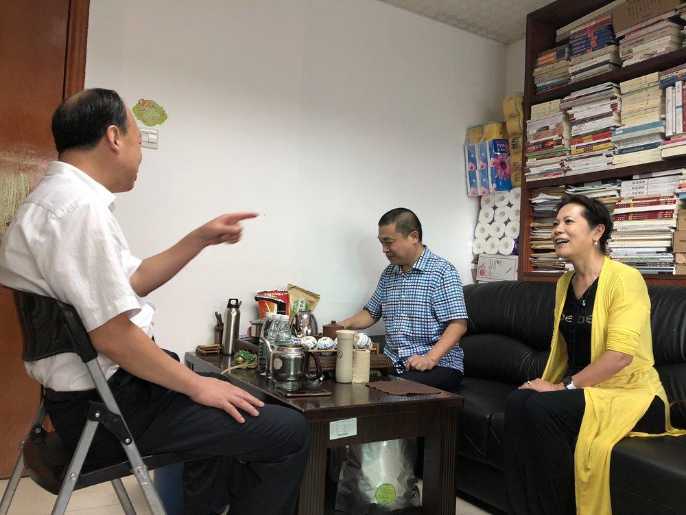 (图片:李岘与两位文联主席畅谈合作前景)