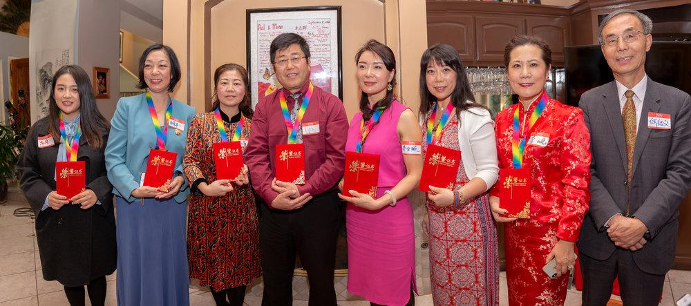 左起:作协副主席何绍义、主编木子、主播远方、璇子、浩瀚大海、崔萍、雅奇、九月