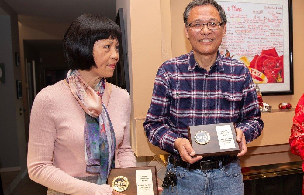 左起:获得文化使者奖:美中国际房地产 Lily Wu、 天厨餐馆 CHINA CHEF老板谷伯盛