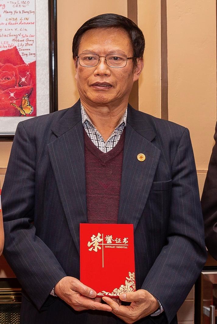廖中强先生获得美国中文作家协会永久会员荣誉证书(摄于2019年1月26日)