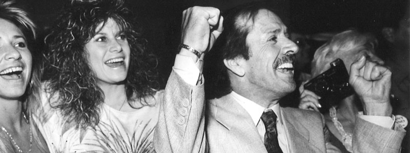Sonny Bono wins his mayoral bid in Palm Springs in 1988. Photo ©  The Desert Sun.