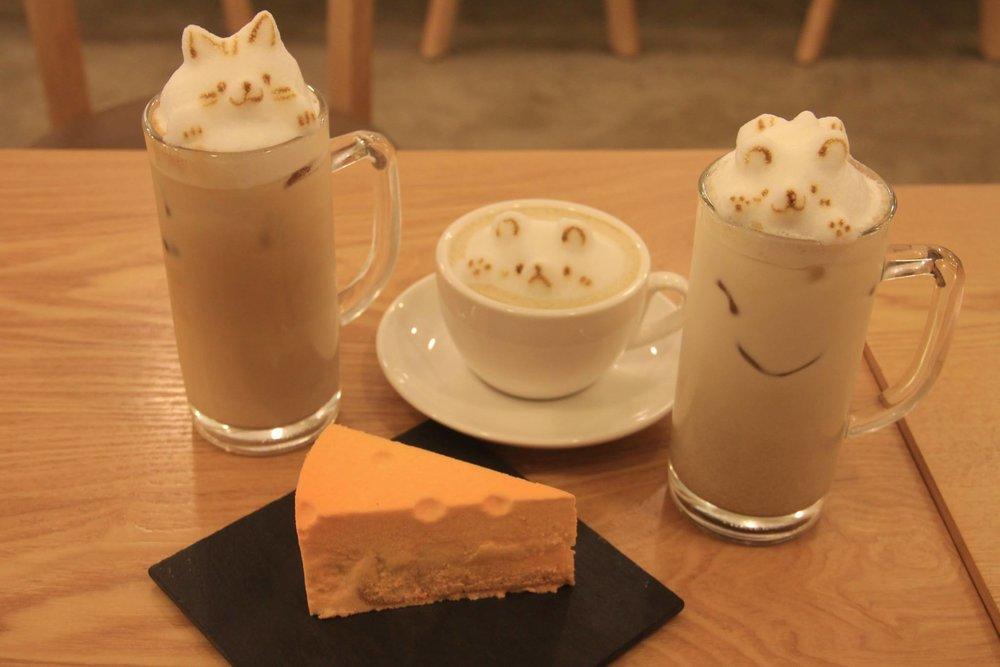"""Lattes and """"Cheese""""cake, La Douce, Seoul, South Korea"""
