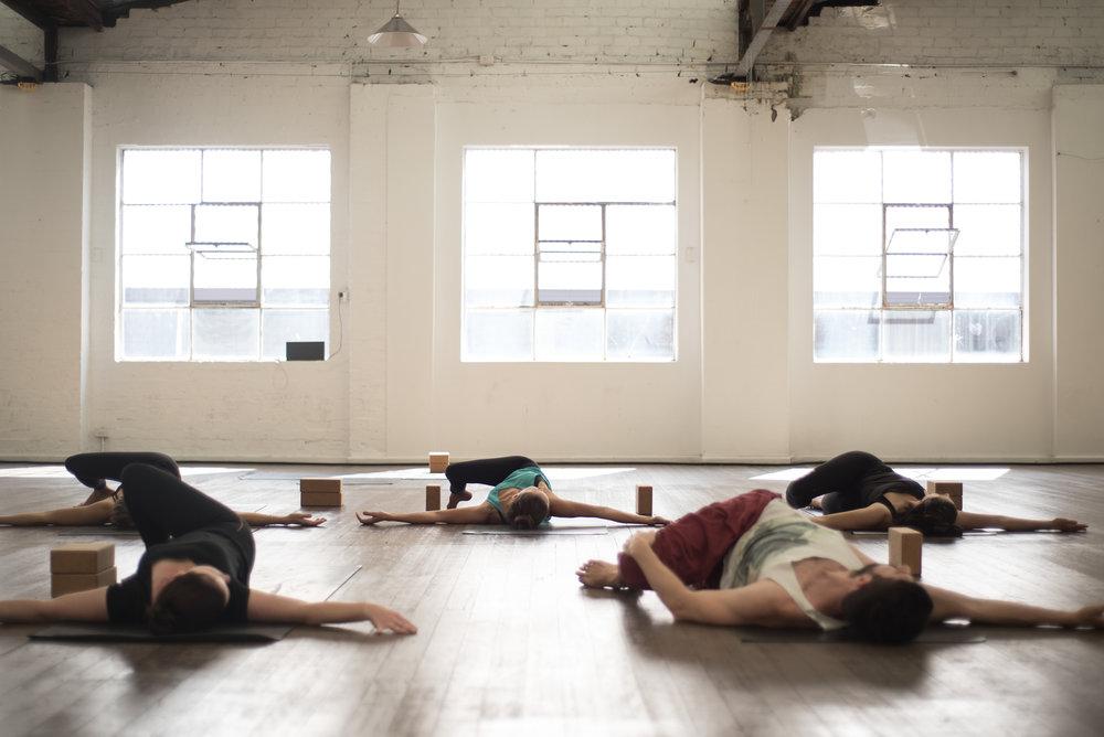 COMMUNE_Yoga_poses-0729.jpg