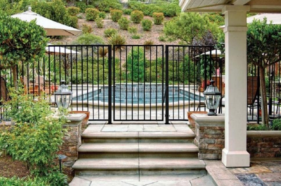 Merveilleux US Door And Fence