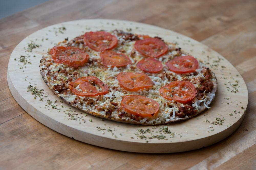 Unsere Löwe-Pizza: BLUMENKOHL, SOJAFLEISCH, TOMATEN, INDISCHE GEWÜRZE