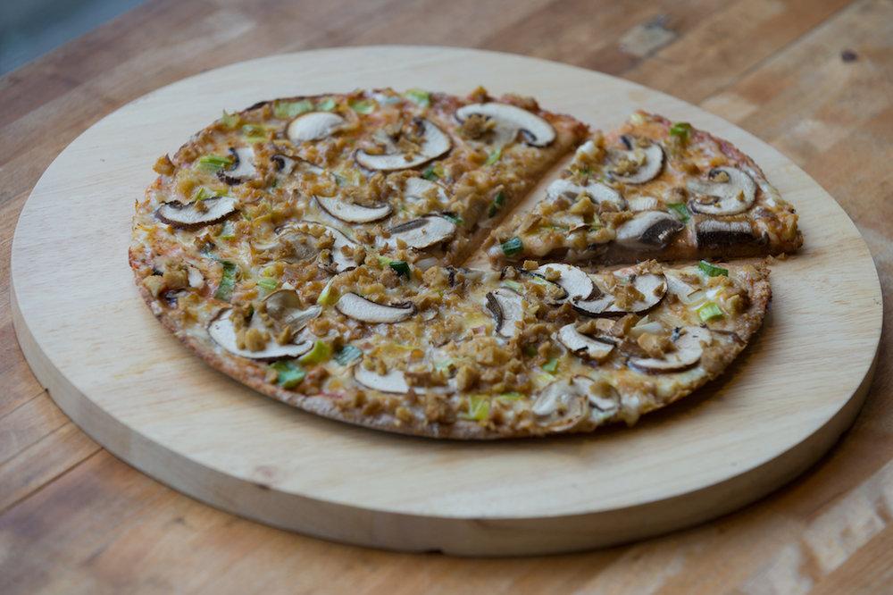 Unsere Widder Pizza: Seitan, Champignon, Lauch