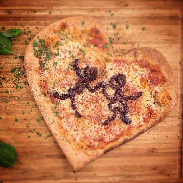 Unser Angebot am heutigen #weltkindertag :👫eine #kinderpizza gratis beim Kauf von 2 mittleren/ großen Pizza.  Buy 2 only today on #childrensday: get a free kids pizza, if you buy 2 medium/ large #ZodiacPizza #LovePizzaHappiness #ZodiacMünchen #ZodiacMunich #Veganmunich #vegansofinstagram #vegandeutschland #veganwerdenwaslosdigga #plantbased