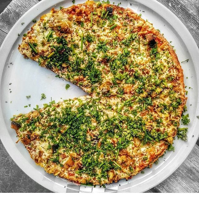 #ZodiacPizza #Thankyougram on Thursday: #Repost @veggietraveldotcom: Vegan Pizza of your dreams at Zodiac Pizza in Munich - this one is covered in seitan and loads of fresh herbs #ZodiacPizza #LovePizzaHappiness #Vegansofig #veganMunich #VeganDeutschland #VeganFoodshare #plantbased #veganwerdenwaslosdigga #veganfoodporn #veganmom #vegansofinstagram