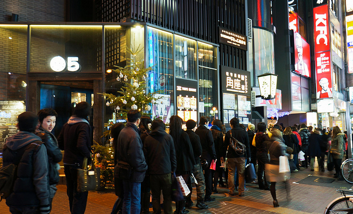 The long queue for KFC in Japan during Christmas.