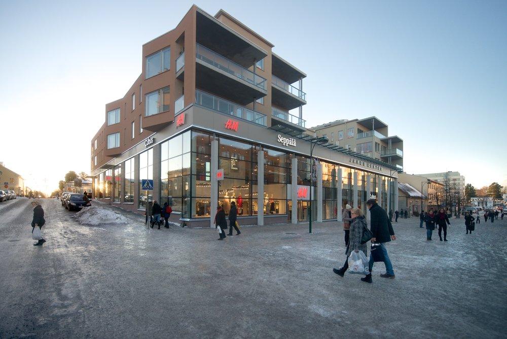 Från Jakob Center anslutning till gågatan.