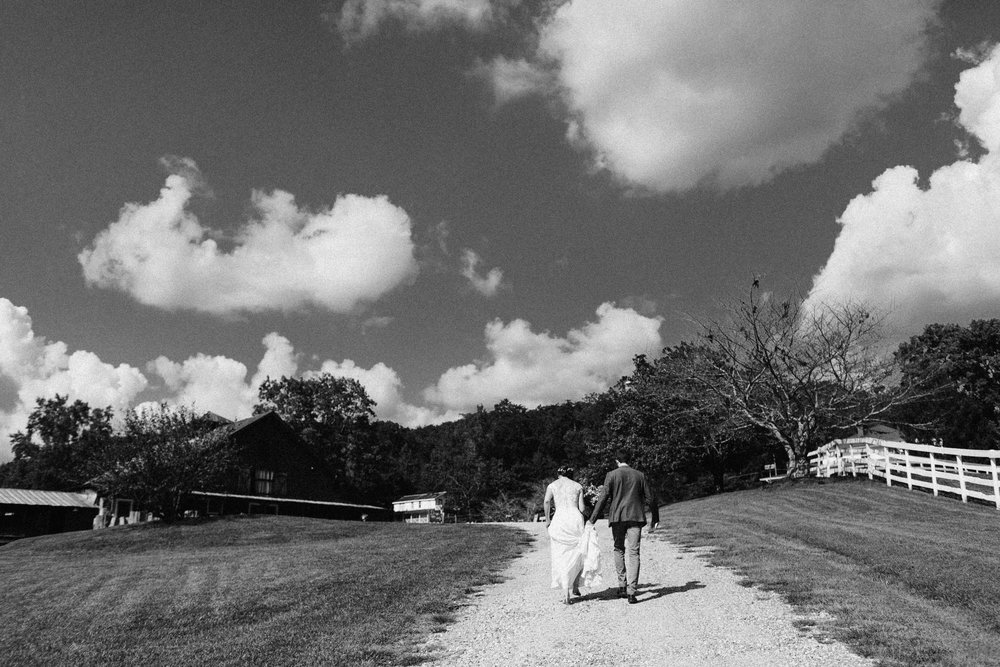 cleveland_georgia_mountain_laurel_farm_natural_classic_timeless_documentary_candid_wedding_emotional_photojournalism_river_west_1398.jpg