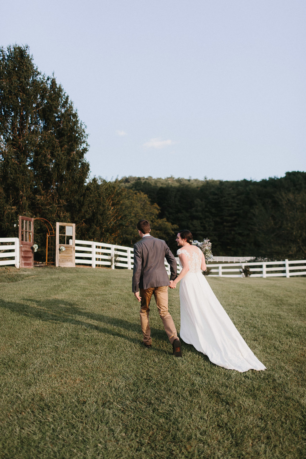 cleveland_georgia_mountain_laurel_farm_natural_classic_timeless_documentary_candid_wedding_emotional_photojournalism_river_west_1715.jpg