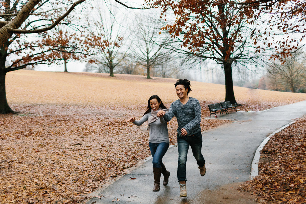 atlanta_gloomy_day_rainy_engagement_couple_lifestyle_fun_playful_artistic_georgia_photographer_2000.jpg