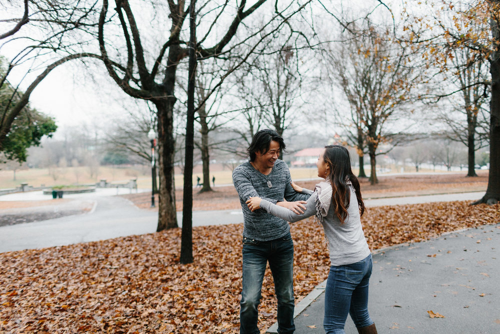 atlanta_gloomy_day_rainy_engagement_couple_lifestyle_fun_playful_artistic_georgia_photographer_2001.jpg