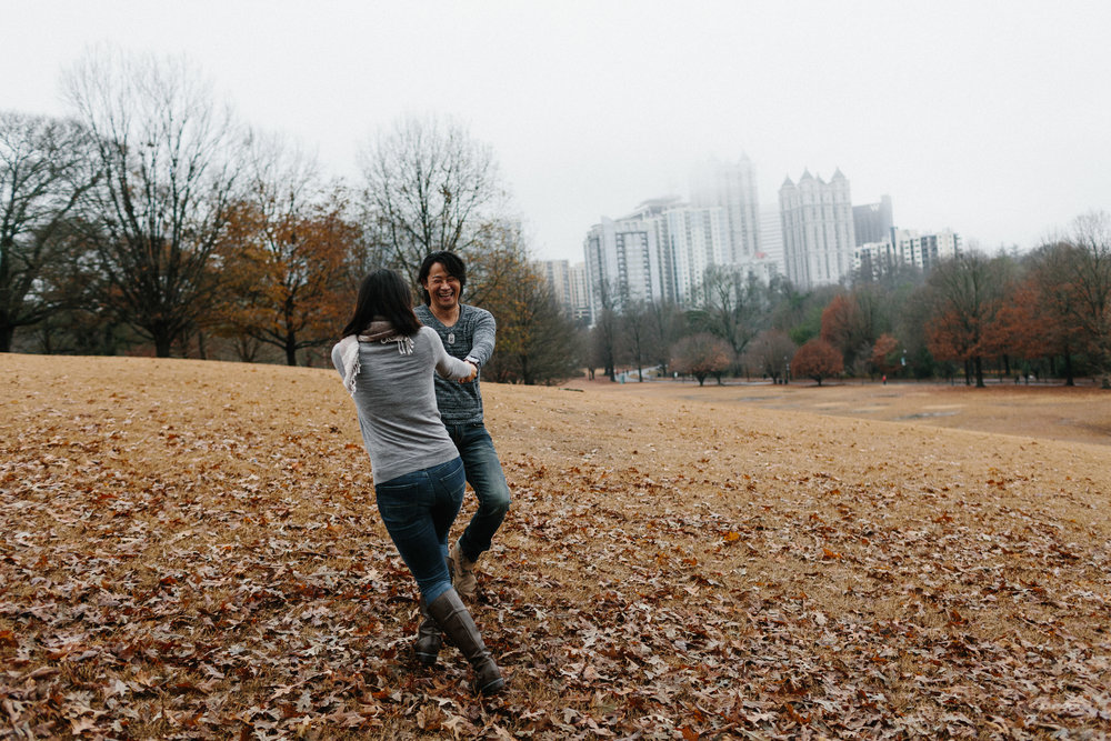 atlanta_gloomy_day_rainy_engagement_couple_lifestyle_fun_playful_artistic_georgia_photographer_2021.jpg