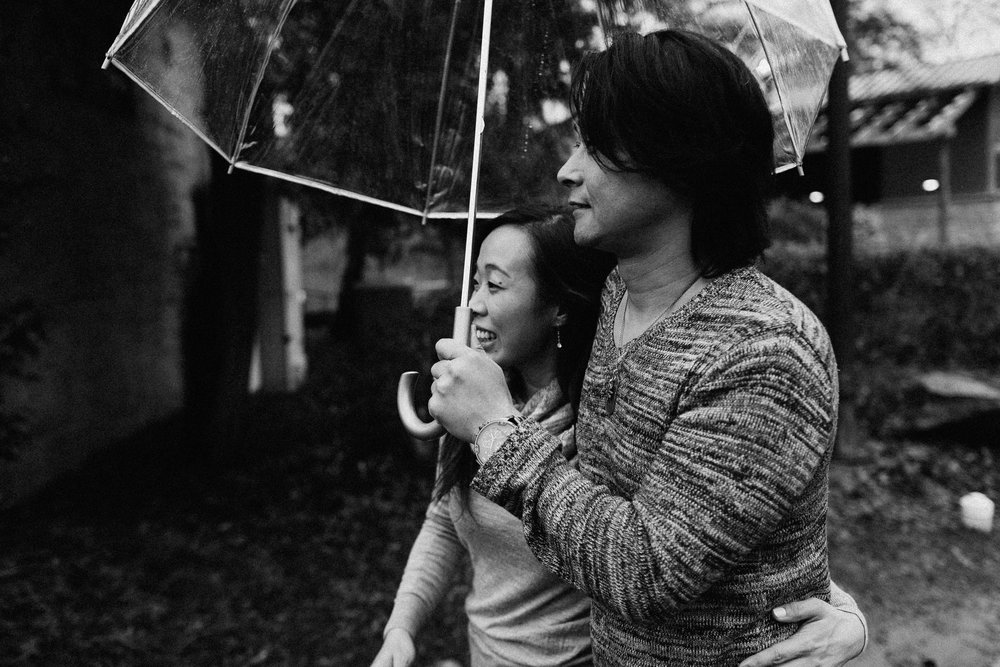 atlanta_gloomy_day_rainy_engagement_couple_lifestyle_fun_playful_artistic_georgia_photographer_2091.jpg