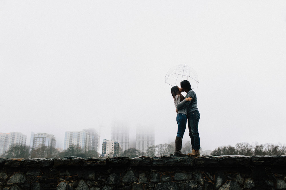 atlanta_gloomy_day_rainy_engagement_couple_lifestyle_fun_playful_artistic_georgia_photographer_2097.jpg