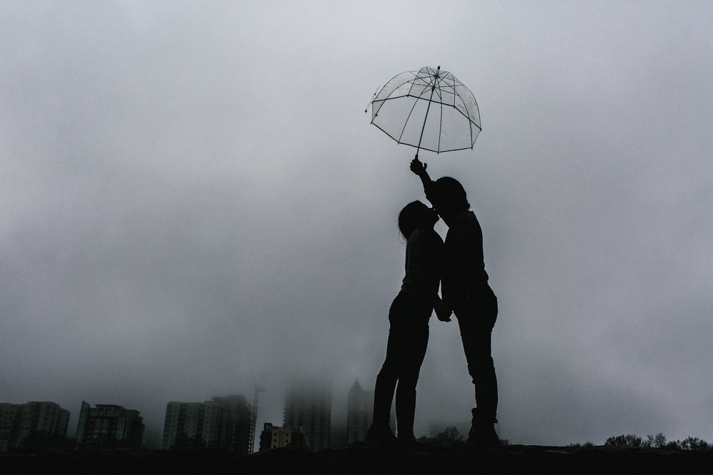 atlanta_gloomy_day_rainy_engagement_couple_lifestyle_fun_playful_artistic_georgia_photographer_2103.jpg