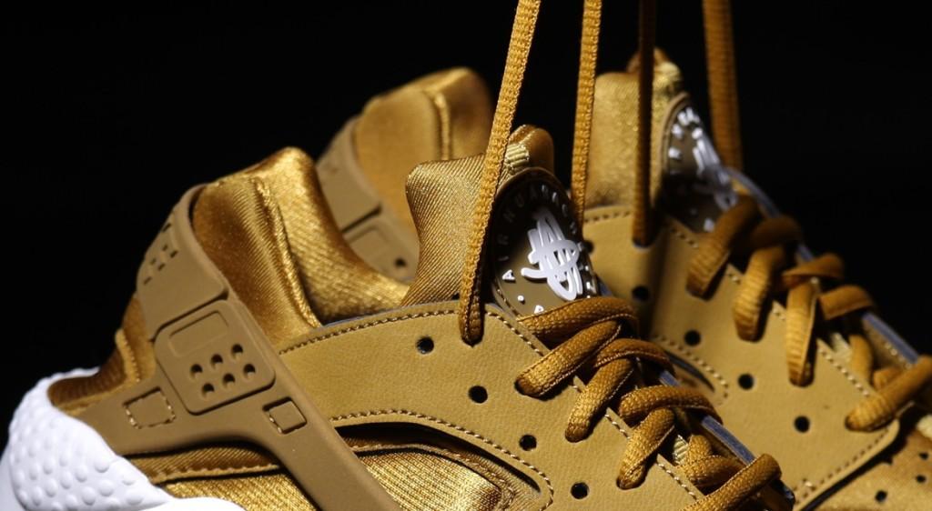 afew-store-sneaker-nike-wmns-air-huarache-run-bronzine-bronzine-sail-black-19