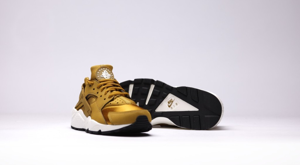 afew-store-sneaker-nike-wmns-air-huarache-run-bronzine-bronzine-sail-black-15