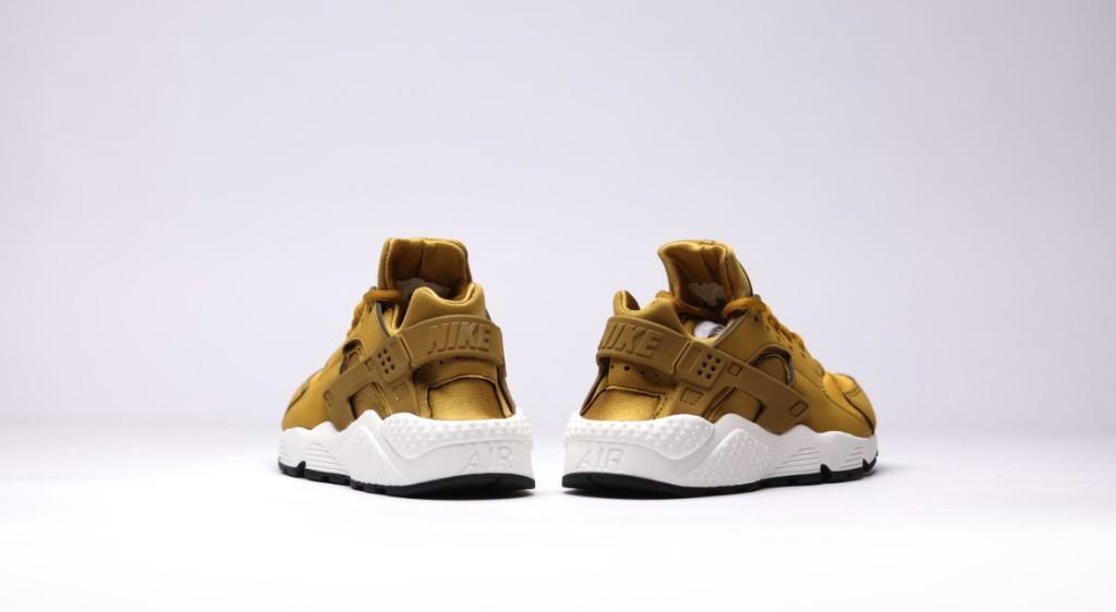 afew-store-sneaker-nike-wmns-air-huarache-run-bronzine-bronzine-sail-black-16