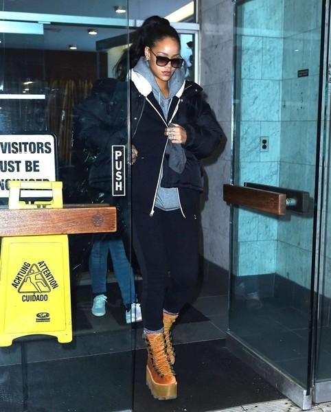 Rihanna+Rihanna+Visits+Dentist+NYC+R5pA0jl0j_Zl