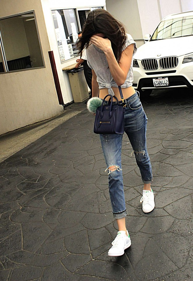 Kendall-Jenner-in-Jeans--03-662x962