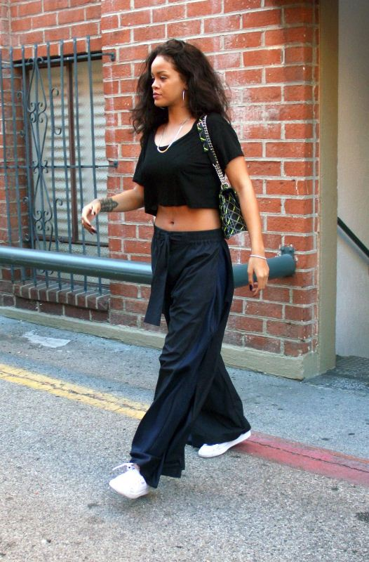 rihanna-beverly-hills-dior-bag-acne-trousers-2
