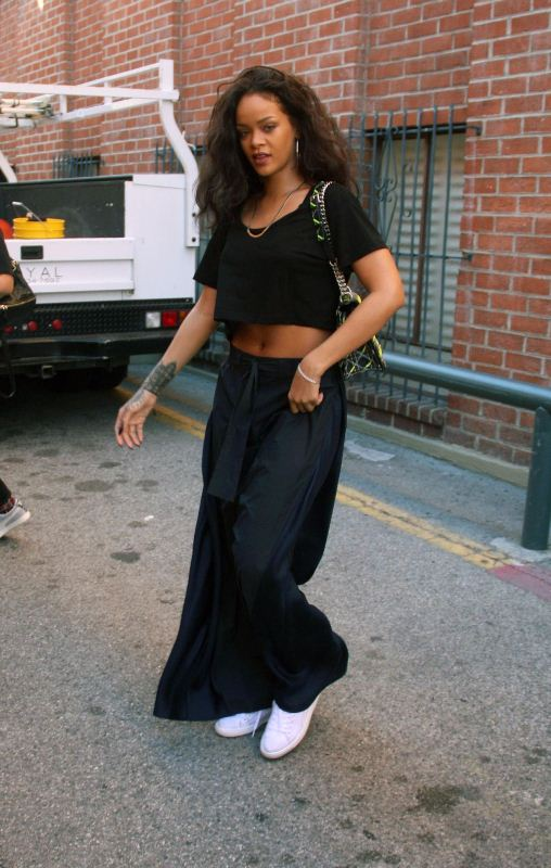rihanna-beverly-hills-dior-bag-acne-trousers-
