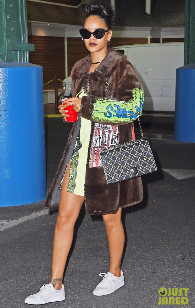 Rihanna Stops By A Studio In NYC