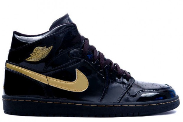 Air-Jordan-1-Black-Gold-2003-620x413