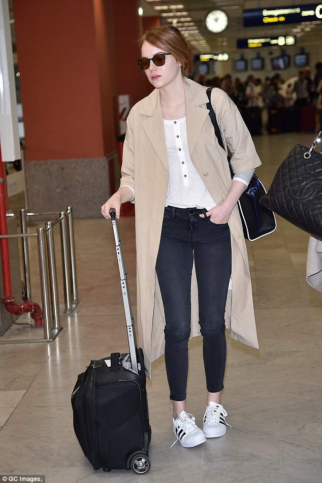 emma-stone-nice-airport-pic201257