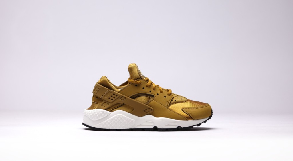 afew-store-sneaker-nike-wmns-air-huarache-run-bronzine-bronzine-sail-black-12
