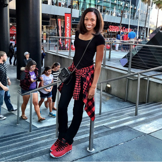 df0d19b9f0a5 ... allyson felix posted up at staples center sporting some snazzy aj 10  retro