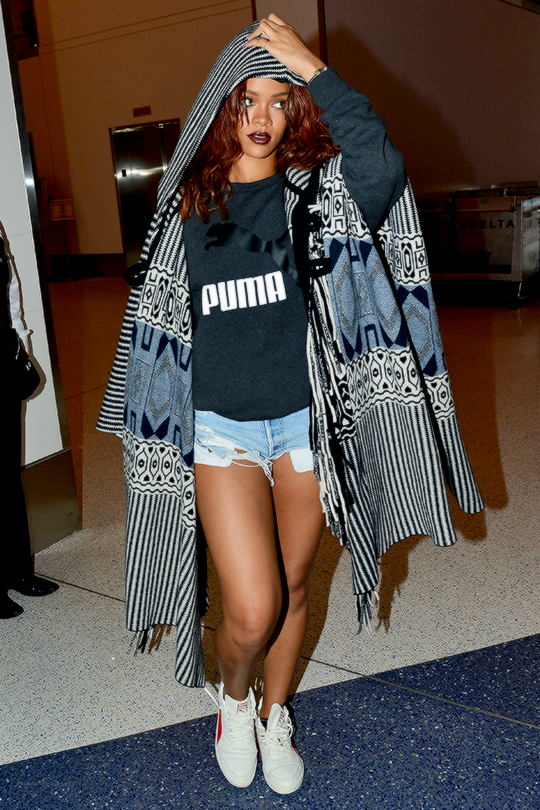 1-Rihannas-LAX-Airport-Chloe-Pre-Fall-2015-Printed-Hooded-Black-and-White-Poncho