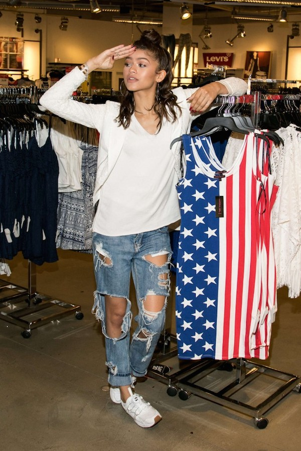 Cutie-Zendaya-posed-at-the-Material-Girl-Summer-Collection-launch-in-a-white-top-blazer-and-distressed-denim.