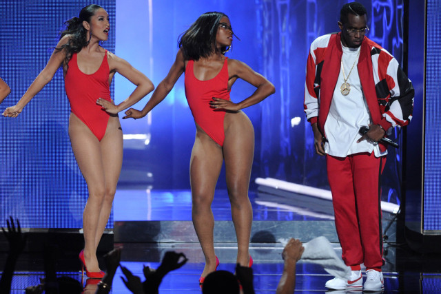 diddy-bet-awards-stage-style