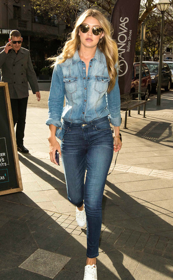 Gigi-Hadid-grabbed-a-bite-to-eat-in-Sydney-dressed-in-a-denim-on-denim-ensemble.-Cute-and-casual-no