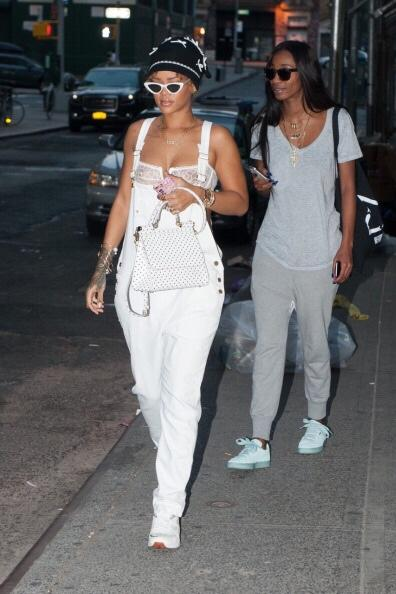 rihanna-shopping-in-tribeca-pic213434