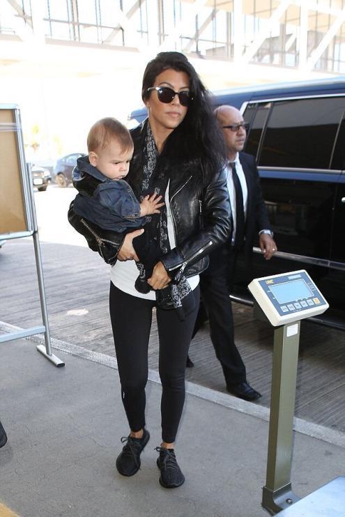 kourtney-kardashian-lax-airport-pic215701