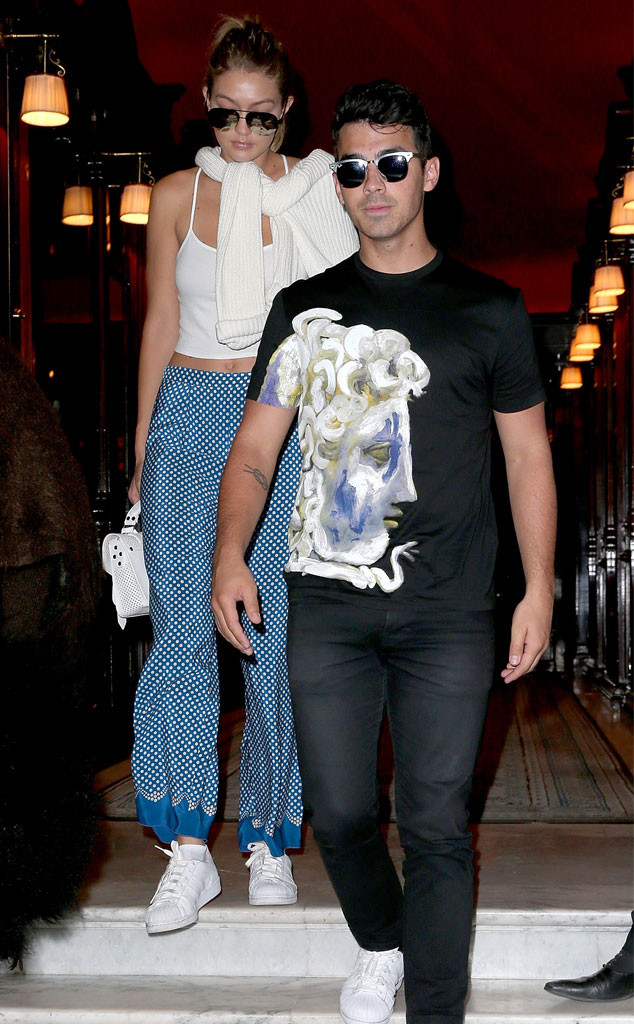 rs_634x1024-150928042442-634.Gigi-Hadid-Joe-Jonas-Paris-JR-92815