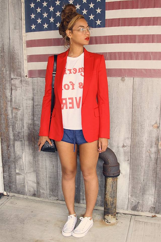 2015 has been Bey's year to getaway. Snaps of her time with the family have made us ohhh and ahh at her jetsetting life. Bey, always the strategist, posted a slew of shots pairing cute looks with Classic Converse Chucks. Coincidence?   We didn't think so.   Our favorite Yonce Converse moment? This 'Merica themed look featuring a pair of very short blue shorts, a white T-shirt, a fab red blazer and   these classic Chucks.