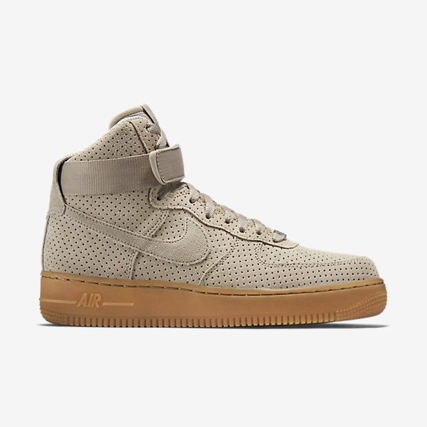 With a perforated suede upper and the same full-length cushioning that made the original famous, this suede rendition features nubuck overlays for a comfortable fit.