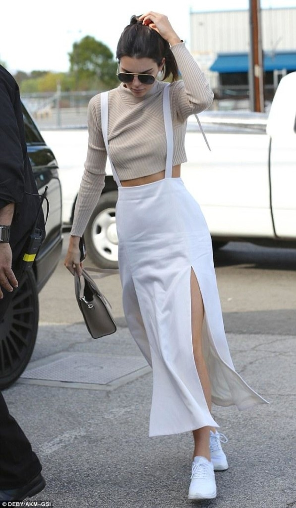 buy popular 410b9 2fd45 Kendall Jenner was spotted pre-VS fashion show in Nike Air Max Thea in white